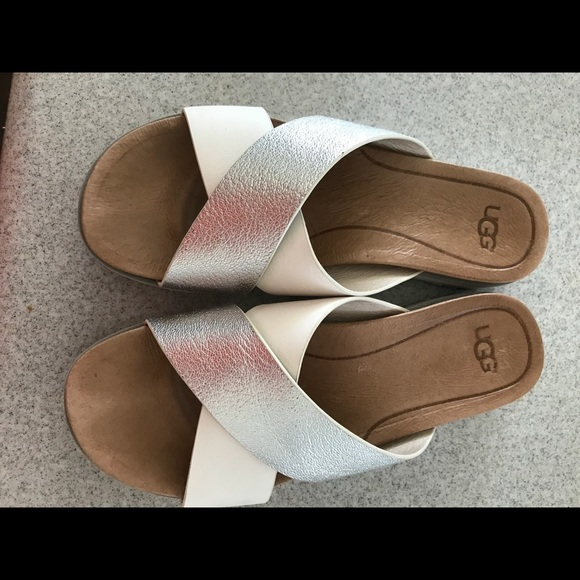 7fb3e7189d1c UGG Kari cross over slide sandals. M 5a66542f46aa7ce175a8100f